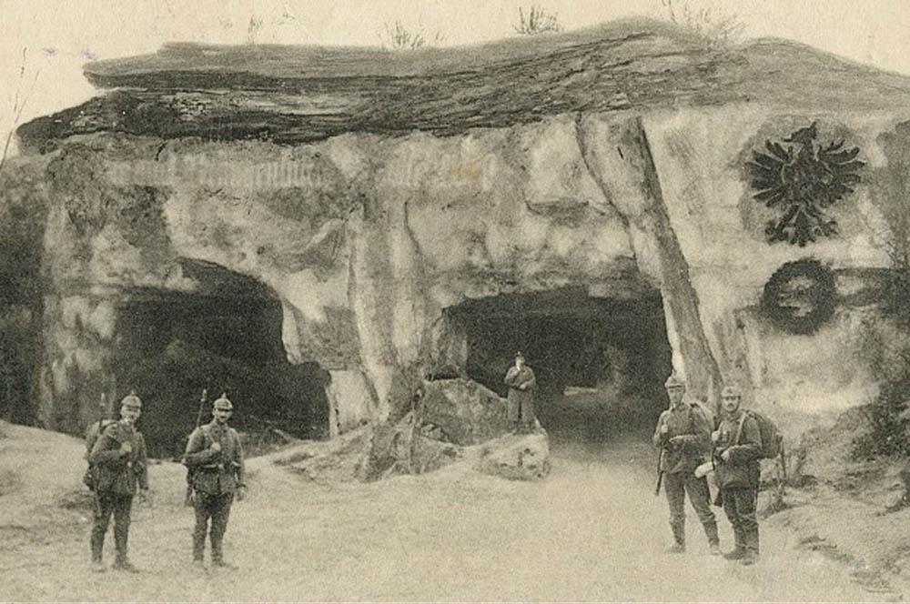 Höhle 4