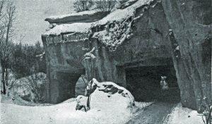 Höhle 4 in de sneeuw